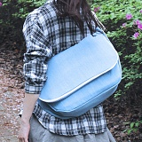 [피스메이커]PIECE MAKER - ALICE CANVAS MESSENGER BAG (LIGHT BLUE) 앨리스 캔버스 메신저백 메신져백