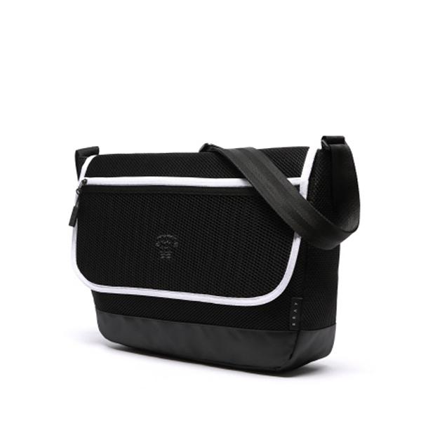 [에이지그레이]AGEDGRAY - AT09FBK Mesh crossbag 메쉬크로스백 크로스 크로스백 가방 메쉬 메쉬가방 메신저 메신져 메신저백 메신져백