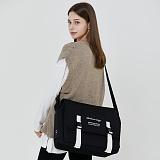 [로아드로아]ROIDESROIS - CLAP CLAP MESSENGER BAG (BLACK/WHITE) 메신저백 가방 메신져백 크로스백