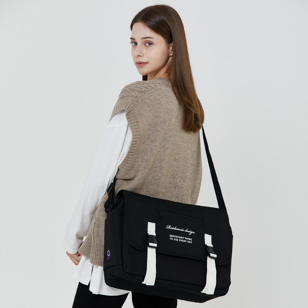 [로아드로아] CLAP CLAP MESSENGER BAG (BLACK/WHITE) 메신저백 가방 메신져백 크로스백