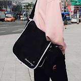 [로아드로아]ROIDESROIS - TICK TOCK MESSENGER BAG (BLACK) 가방 메신저백 메신저백 크로스백