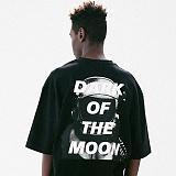 [매스노운]MASSNOUN 다크문 스카치 오버핏 반팔 티셔츠 MUVTS011-BK
