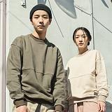 [언클락와이즘]unclockwism-logo embroidery sweatshirt(khaki&beige) 집업맨투맨 스��셔츠 크루넥