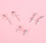 키키바바 - 미니 십자가 귀걸이 이어링