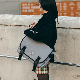 [포터블백 증정][디에즈]DIEZ - ABSOLUTE MESSENGER BAG / L.GRAY 메신저백