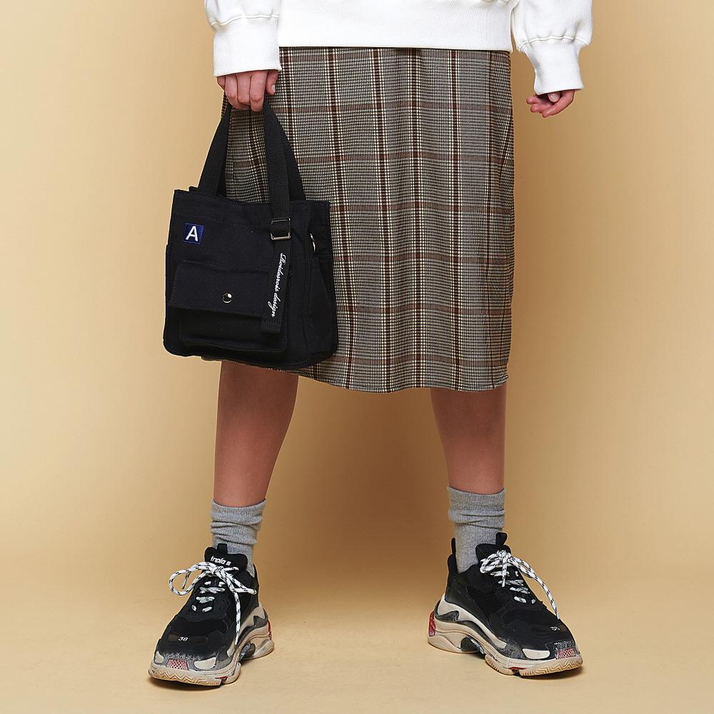 [어나더프레임X로아드로아] MINI A LABEL CROSS BAG (BLACK) 미니백 크로스백 숄더백 가방