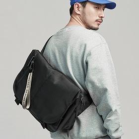 [사은품 증정/구매후기 지갑증정][몬스터리퍼블릭] POTENTIAL MESSENGER BAG / BLACK 메신저백