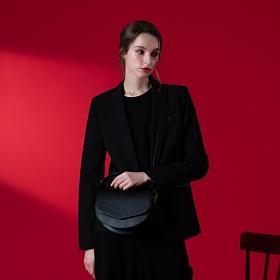 [아텀스튜디오]ATEMSTUDIO 루나 크로스백 블랙 가죽 레더 크로스백 미니백 하프문백 여성가방