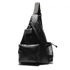 [에이지그레이]유틸리티 트라이 앵글 슬링백(매트 블랙) 테크가방