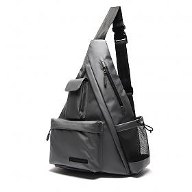 [에이지그레이]유틸리티 트라이 앵글 슬링백(매트 차콜) 테크가방
