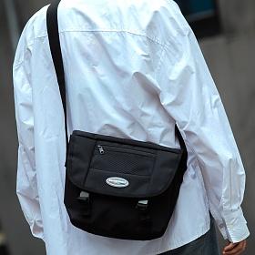[로아드로아] R RUBBER LABEL MESSENGER BAG (BLACK) 메신저백 메신져