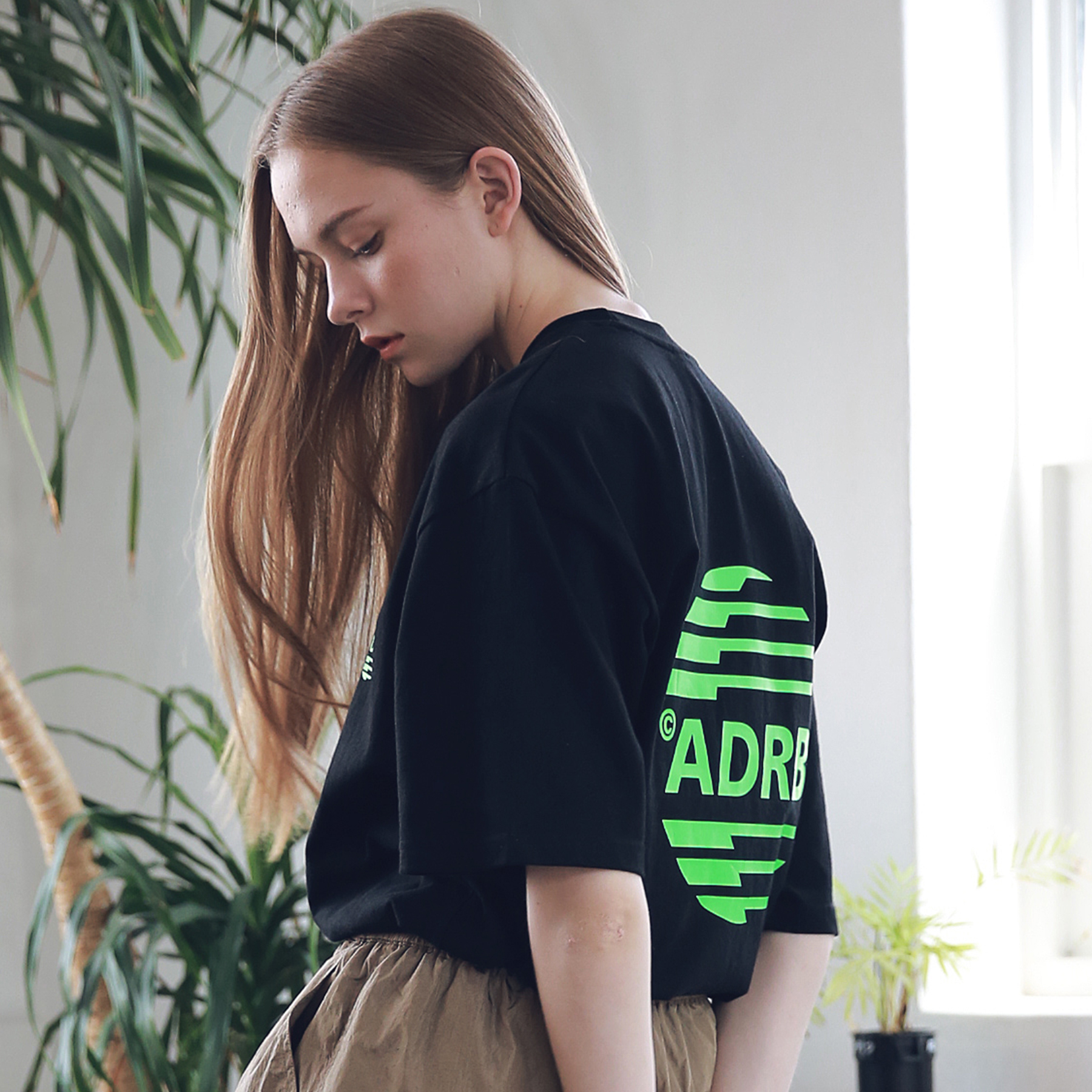 아더로브 유니섹스 시그니처 스카치 로고 티셔츠 ATS192005-BK 반팔티