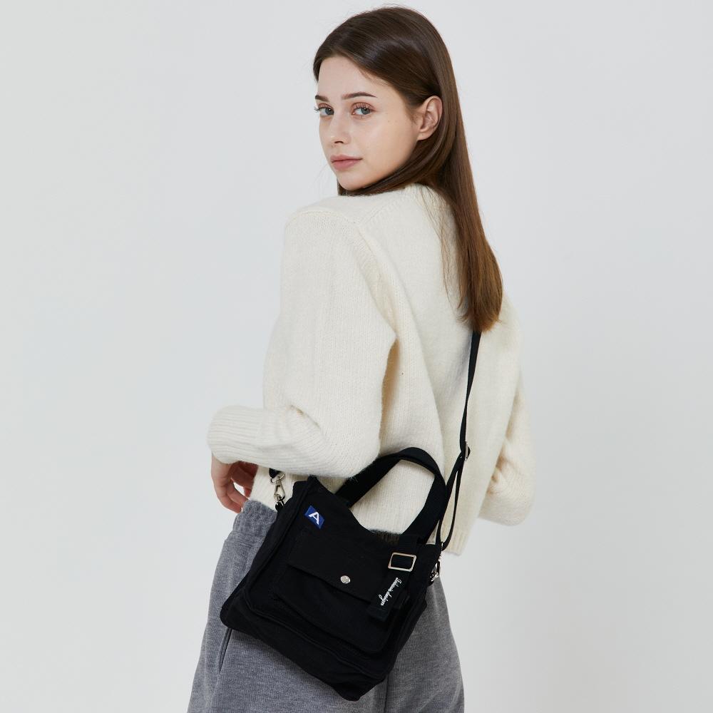 [로아드로아X어나더프레임] MINI A LABEL CROSS BAG (BLACK) 미니 크로스백 토트백 가방