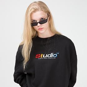 오드스튜디오 컬러풀 자수 맨투맨 티셔츠 - BLACK