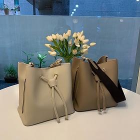 [디아이블랑] 바이 버킷 숄더백 여성가방