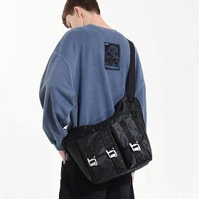 [피스메이커] EQUIPMENT MESSENGER BAG (BLACK) 이큅먼트 메신저백