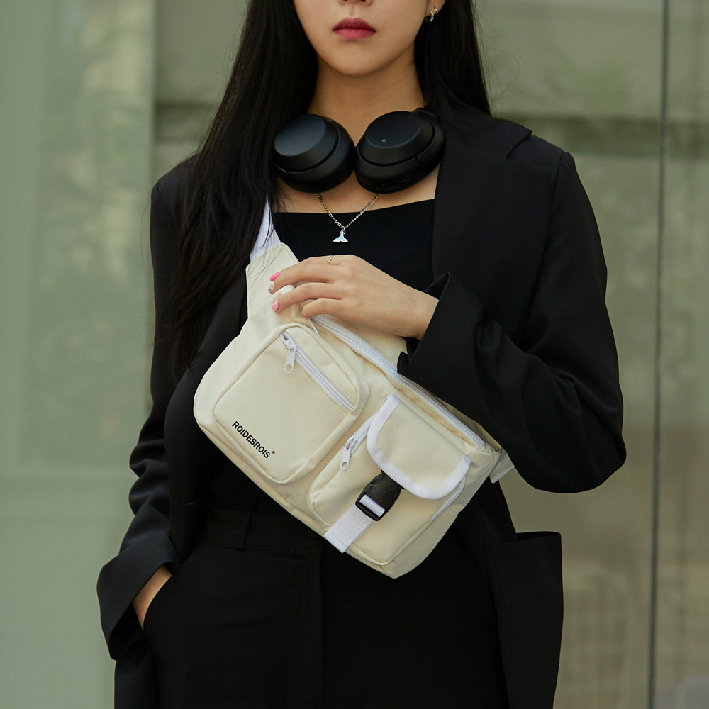 [로아드로아] ALPHA BUCKLE WAIST BAG (IVORY) 알파 버클 웨이스트백 힙색
