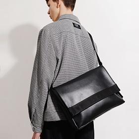 [피스메이커] LEATHER MESSENGER BAG (BLACK)