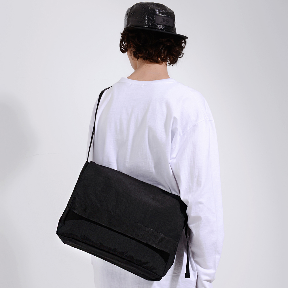 SHIRRING MESSENGER BAG (BLACK)