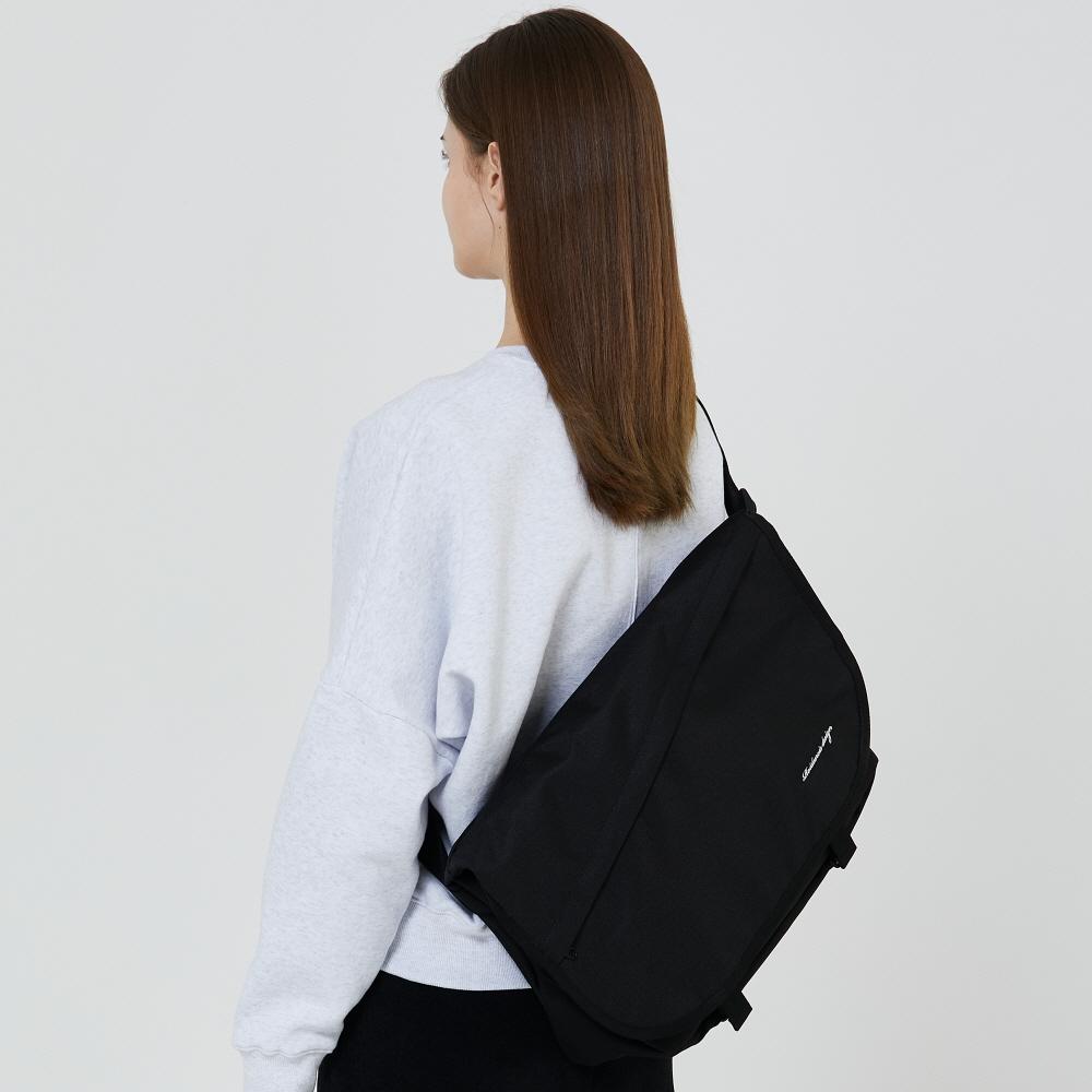 [로아드로아] NEEDED MESSENGER BAG (BLACK) 메신저백 메신져