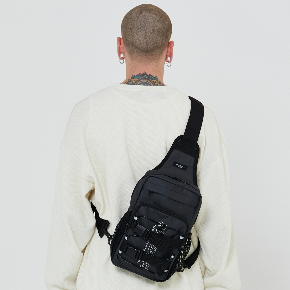 [로아드로아] RDR 3D MATRIX SLING BAG (JET BLACK) 슬링백