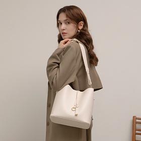 [백투베이직스]BAG TO BASICS - MANOS 마노스 버킷백 -  화이트 여성가방