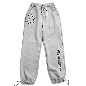 [M사이즈 12/15 예약배송][EZwithPIECE] DAISY SWEAT PANTS (GREY)