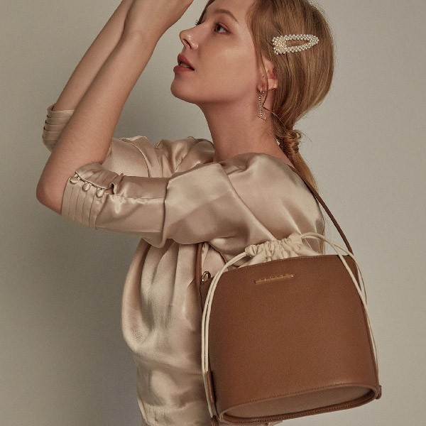 밸럽 보나(Dark Brown) 크로스백 여성가방