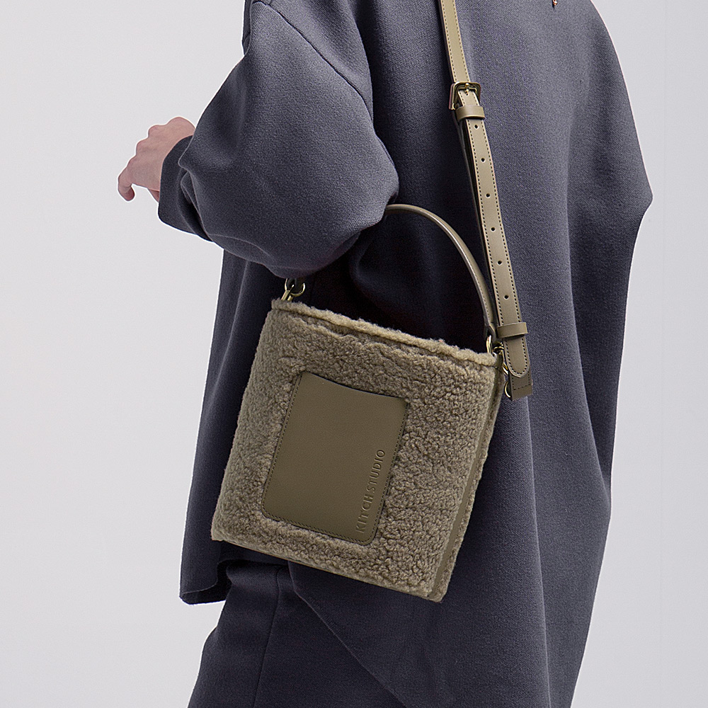 [키치스튜디오] 머그 플리스 백 (BG20028) 뽀글이백 여성가방