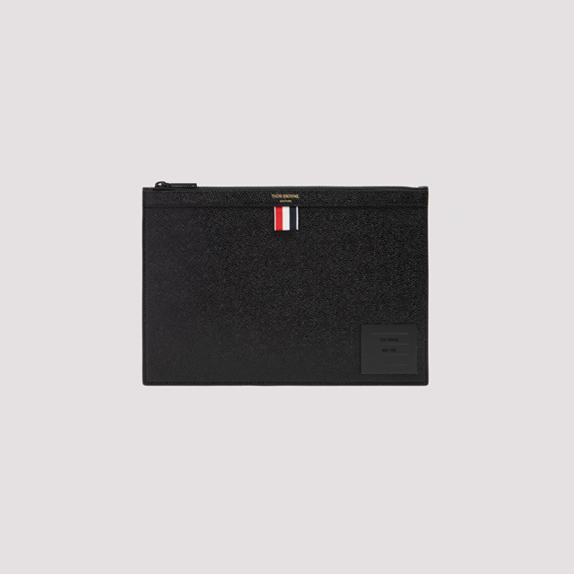 21FW 톰브라운 라벨 그레인 클러치 스몰 블랙 공용 MAC124A 00198 001