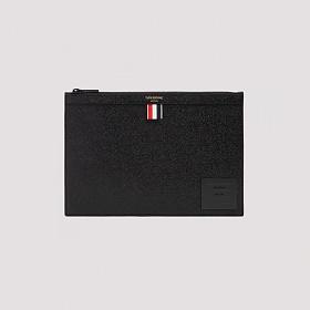 21FW 톰브라운 라벨 그레인 클러치 미디움 블랙 공용 MAC123A 00198 001